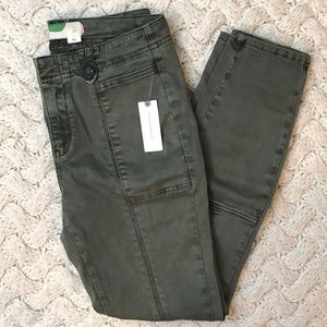 Anthropologie green pants, brand new size 28